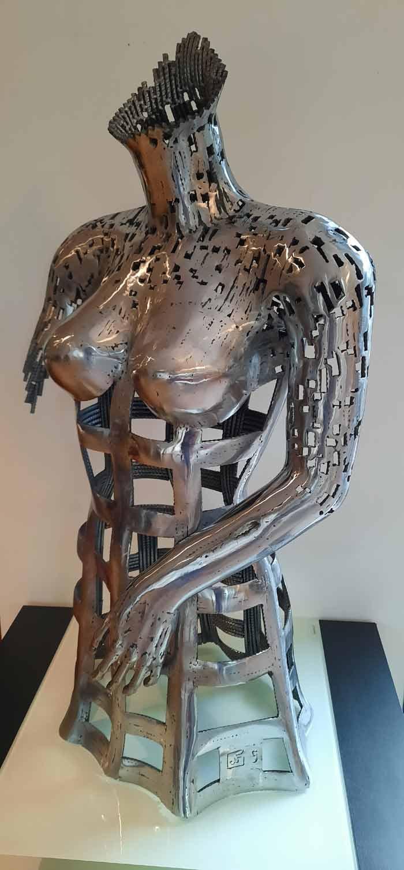 Metal sculptures of the beauty of the feminine figure