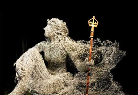 Figurative Steel Wire Sculptures by sculptor Sheena McCorquodale