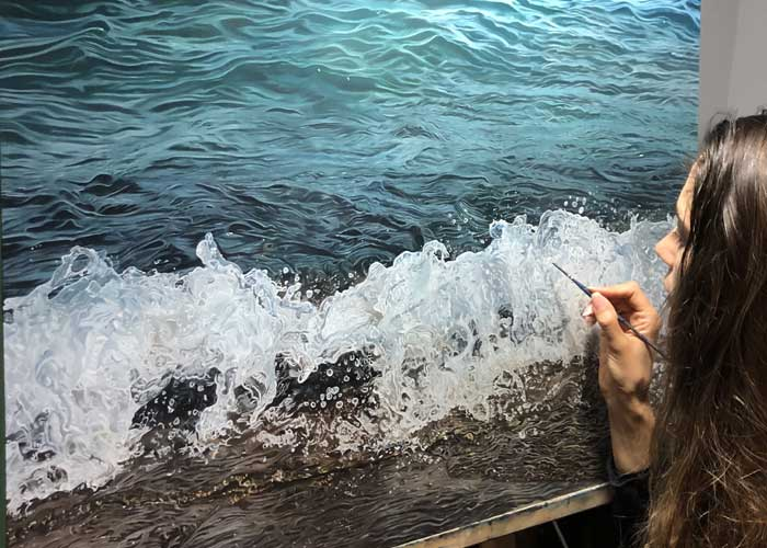 Sea wave hyper realistic painting by artist Carina Francioso