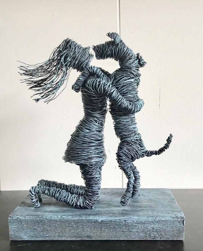 Doggy Love wire sculpture by Annie Glass