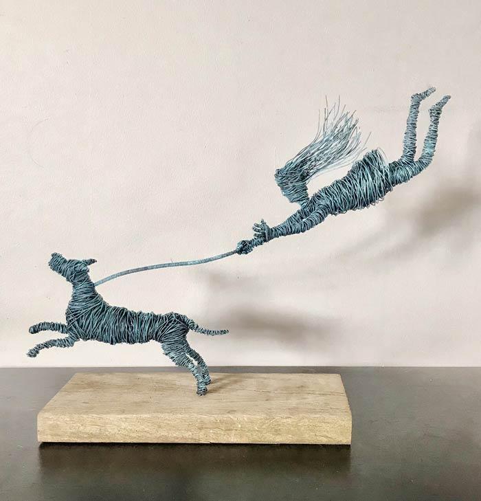 Walkies wire sculpture by Annie Glass