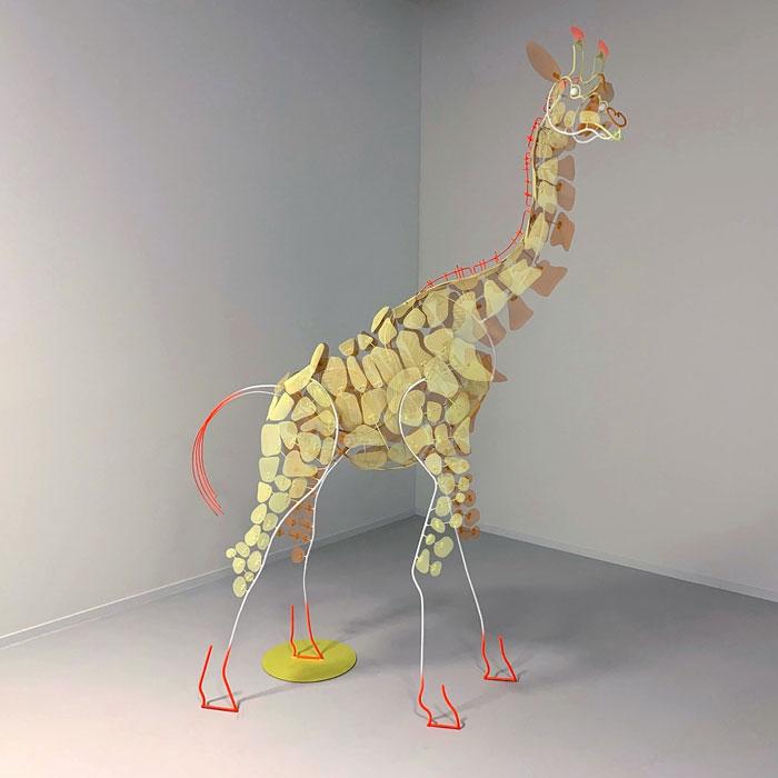Giraffe metal mesh sculpt by Federico Cosmi