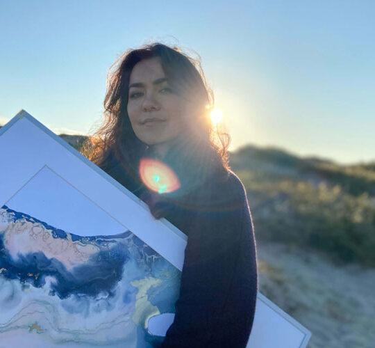 Painter Rita Howis
