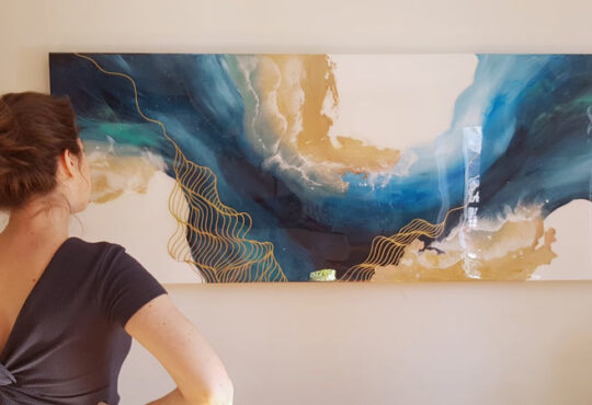 Painting fluid abstract art
