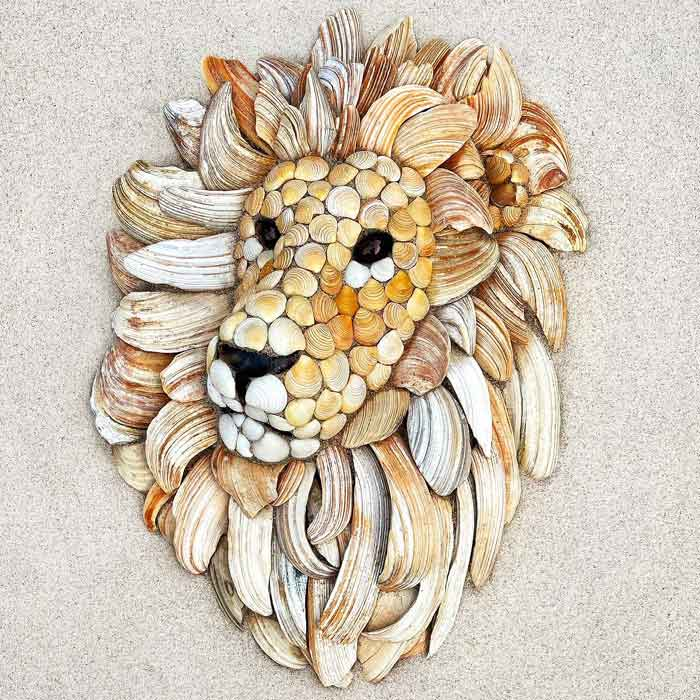 Create a King of the Jungle in the sand with seashells